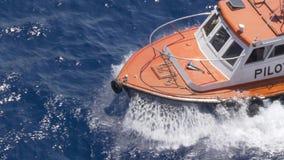 Wysokiego kąta widok łęk Mała Pilotowa łódź zdjęcie wideo