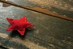 Wysokiego kąta widok czerwieni gwiazdy kształta dekoracja Obrazy Stock
