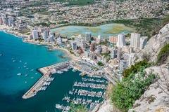 Wysokiego kąta widok marina w Calpe, Alicante, Hiszpania zdjęcie stock