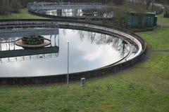 Wysokiego kąta widok na kanalizacyjnym zakład przeróbki ekologii temacie Obrazy Stock