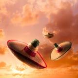 Wysokiego kontrasta wizerunek Meksykańscy kapelusze, sombrero w niebie/, squa fotografia royalty free