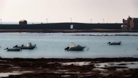 Wysokiego kontrasta z powrotem światło spacer fort w Cadiz zbiory wideo