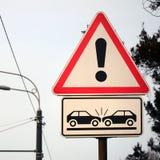Wysokiego ryzyka karambol Drogowy znak z okrzyka punktem obrazy royalty free