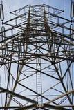 Wysokiego woltażu słupa elektryczna struktura Zdjęcia Royalty Free