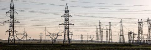 Wysokiego woltażu wierza elektryczna linia Obrazy Stock