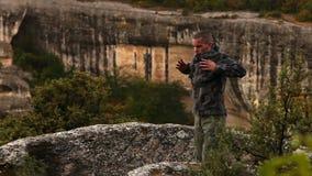 Wysokiej góry stażowa baza: głębocy oddychań ćwiczenia zbiory wideo