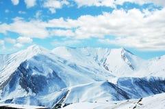 wysokiej góry śnieżna poniższa zimy. Fotografia Royalty Free