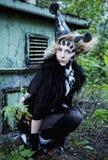 Wysokiej mody model z kreatywnie hairstyling i jaskrawy uzupełnialiśmy Fotografia Stock