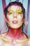 Wysokiej mody modela dziewczyny portret z kolorowy żywym uzupełniał Ab Fotografia Stock