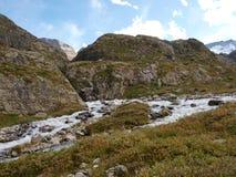 Wysokogórski góry wody strumień w górze Szwajcaria, Unterstock, Urbachtal Zdjęcie Royalty Free