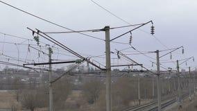 Wysokonapięciowa sieć w wiosce zbiory