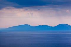Wyspa Brac Sillouette w Dżdżystym ranku Obrazy Royalty Free