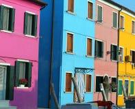 Wyspa Burano i żywi kolorów domy w Włochy Obraz Royalty Free