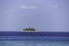 Wyspa Coyos po środku pięknego turkusowego morza karaibskiego Zdjęcia Royalty Free