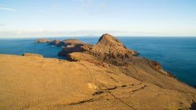 Wyspa Ilheu da Cevada robi Farol widok od Ponta Furado - easterly punkt na maderze - Obrazy Stock