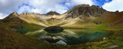 Wyspa jeziora panorama obraz stock