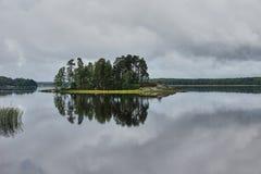 Wyspa na jeziorze w parkowym Monrepo Fotografia Royalty Free