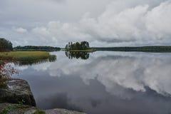 Wyspa na jeziorze w parkowym Monrepo panorama Fotografia Stock