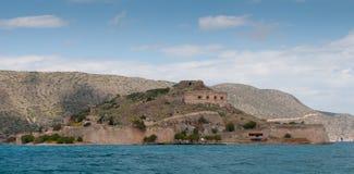 Wyspa Spinalonga w zatoce Elounda miasteczko w Crete Obrazy Stock