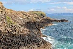 Wyspa Staffa wybrzeże, Szkocja Obrazy Royalty Free