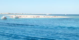 Wyspa turystyczna w morzu zdjęcie stock