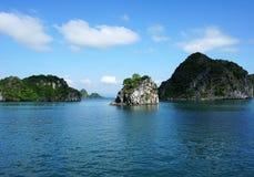 Wyspa w Halong zatoce, Wietnam, Azja Południowo-Wschodnia Zdjęcia Stock