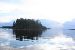 Wyspa w jeziorze zdjęcie stock