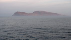 Wyspa w mgłowym oceanie zdjęcie wideo