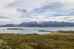 Wyspy i gór widok w Beagle kanale - Ushuaia, Tierra Del Fuego, Argentyna Obraz Royalty Free