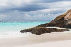 Wyspy plaża w oceanie indyjskim na Seychelles Obraz Stock