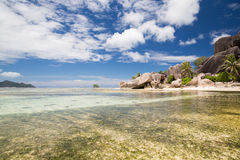 Wyspy plaża w oceanie indyjskim na Seychelles Fotografia Stock