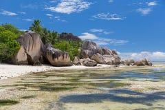 Wyspy plaża w oceanie indyjskim na Seychelles Obrazy Royalty Free