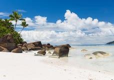 Wyspy plaża w oceanie indyjskim na Seychelles Fotografia Royalty Free