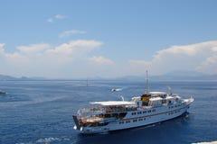 Wyspy południowy Grecja Poros, hydra, Aegina 06 15 2014 Krajobraz nabrzeżne wyspy Greckie wyspy w ciepłym evenin Fotografia Royalty Free