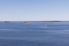 Wyspy w morzu blisko Helsinki, Finlandia Obrazy Royalty Free