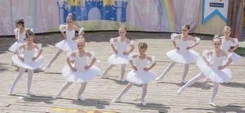 Występ młody baleriny studio Alla Dukhova Zdjęcia Royalty Free