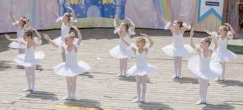 Występ młody baleriny studio Alla Dukhova Fotografia Royalty Free