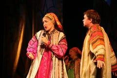 Występ na scenie aktorzy, soliści, piosenkarzi i tancerze teatru narodowego rosjanina piosenka, Zdjęcia Stock