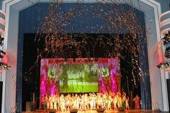 Występ na scenie aktorzy, soliści, piosenkarzi i tancerze teatru narodowego rosjanina piosenka, Fotografia Royalty Free