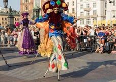 Występ tana widowisko wykonywał byThe Theatre Kijowskie uliczne główne atrakcje przy 31th ulicą - Międzynarodowy festiwal Uliczny Obraz Royalty Free