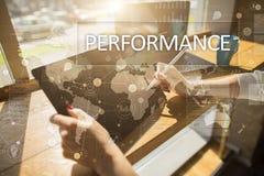 Występu wskaźnik na wirtualnym ekranie Kpi Biznesowa Wzrostowa strategia Zdjęcie Royalty Free