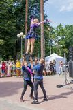 Wyst?p grupa gimnastyczki przy Jomas ulicy festiwalem Otwarty dost?p, ?adny bilety fotografia royalty free