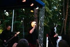 Występ rockowa grupa Chumatsky Shlyakh Czerwiec 10, 2017 w Cherkassy, Ukraina zdjęcia royalty free