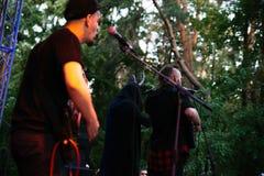 Występ rockowej grupy ` Chumatsky Shlyakh ` Czerwiec 10, 2017 w Cherkassy, Ukraina obraz royalty free