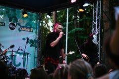 Występ rockowej grupy ` Chumatsky Shlyakh ` Czerwiec 10, 2017 w Cherkassy, Ukraina fotografia stock