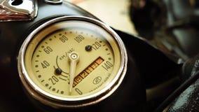 Wystawa motocykle, Starego rocznika motocyklu szybkościomierza żółty kolor zdjęcie wideo