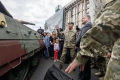 Wystawa ręki i militarny wyposażenie na Khreshchatyk, w Ki Obrazy Stock