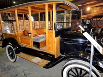 Wystawa retro samochody Samochodowy «Ford Wzorcowy T «, 1908, pojemność 20 HP, usa Znał jak «Blaszany Lizzie «pierwszy samochód w zdjęcia stock