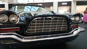 Wystawa retro samochody w metropolii centrum handlowym zbiory