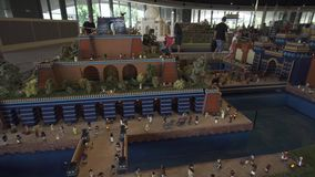 Wystawa Ups Wiszący ogródy Babylon zrobił Lego kawałki w Miniland Legoland przy Dubaj kurortami i parkami zbiory